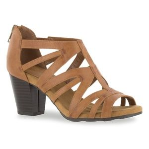 BNIB Easy Street Amaze Women's Sandals 8WW Cognac